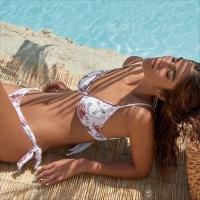 Girls just wanna have fun in the sun ☀️ 😉   #zon #lekkernazomeren #phaxgirls #phaxswimwear #bellaparis #zomer2021 #girlswannahavefun #poolsidefun