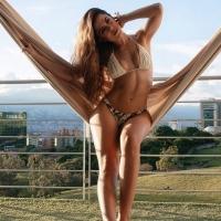 Deze fraaie macramé bikini van Phax staat  @malena.imagen geweldig!   Shop deze en andere Halloween 🎃 Specials via link in bio  #phaxbikini #phaxswimwear #halloweenspecial #bikinisale #chillabikini #designerdeals