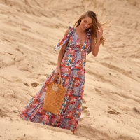 De week is weer doormidden, hele fijne woensdag! 💕 — — — — Shop deze maxi-dress en nog veel meer strandkleding nu met 30% korting. Link in bio . . . #phaxswimwear #phaxgirls #strandkleding #beachwear2021 #maxijurk #zomer #shoppen